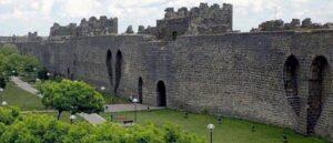 Реставрация стен Тигранакерта