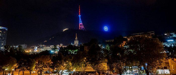 Тбилисская телебашня засветилась