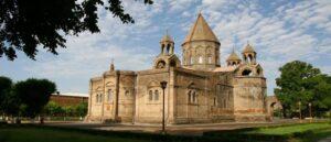 Армянская церковь пожертвовала 500 000