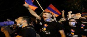 Армяне Ливана сожгли турецкий флаг