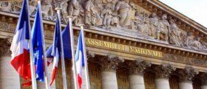 Французские парламентарии призывают Макрона