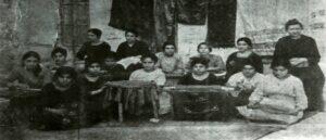 Армянские женщины в мастерской, основанной Карен Йеппе
