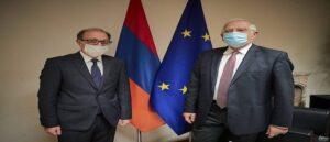 ЕС хочет участвовать в мирных усилиях по Карабаху