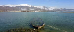 Засуха на озере Ван обнаружила обломки затонувшего корабля