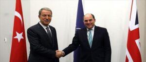 Министры обороны Турции и Великобритании обсудили региональные вопросы