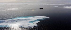 """Уровень пресной воды в Арктике образовал климатическую """"бомбу"""""""