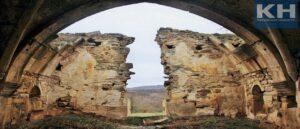 В Крыму Армянский храм Аменапркич превращается в руины