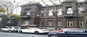 Здания-близнецы в Ереване и Тбилиси - В чем загадка