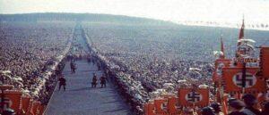 Массовый митинг в гитлеровской Германии 1937г. - Аналогия