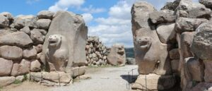 Отрицание связи армян с Хайасой имеет политический подтекст