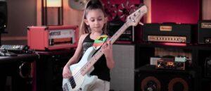 """Посмотрите, как 9-летняя басистка Эллен Алавердян играет """"Tom Sawyer"""" - Rush"""