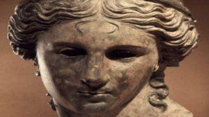 Римский солдат напавший на статую Анаит в Армении ослеп