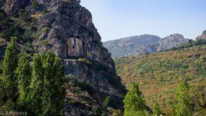 Скальная гробница Капиликая